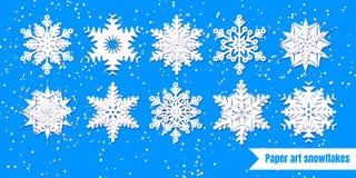 Fiocchi di neve bianchi con ombra su fondo blu taglio della carta Vect illustrazione vettoriale