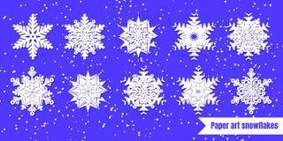 Fiocchi di neve bianchi con ombra su fondo viola taglio della carta La VE royalty illustrazione gratis