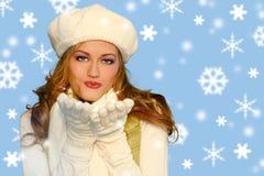 Fiocchi di neve blu con la ragazza graziosa Fotografia Stock