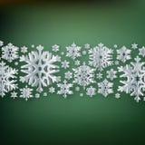 Fiocchi di neve di carta del buon anno e di Buon Natale su fondo verde ENV 10 royalty illustrazione gratis