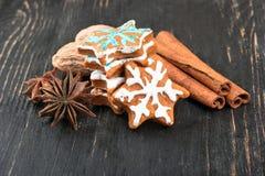 Fiocchi di neve del pan di zenzero di Natale Immagini Stock Libere da Diritti