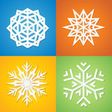 Fiocchi di neve di carta su cenni storici variopinti. Fotografia Stock