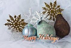 Fiocchi di neve ed ornamenti di natale Fotografia Stock