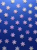 Fiocchi di neve su carta blu Fotografia Stock Libera da Diritti