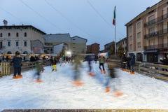 Fiocchi di neve sul duomo di Bussolengo al Natale 2017 Immagini Stock Libere da Diritti