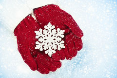 Fiocco di neve di Natale in mani Fotografia Stock