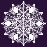 Fiocco di neve disegnato a mano del pizzo di inverno ornamentale. Illustrazione Vettoriale
