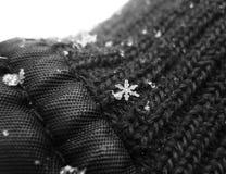 Fiocco di neve su una mano immagine stock libera da diritti