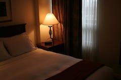 Fioco camera di albergo di Lit fotografie stock