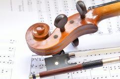 fiol för bowmusikscroll Royaltyfri Fotografi