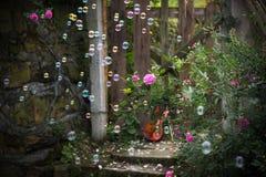 Fiol- och rosträdgården Royaltyfria Bilder