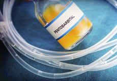 Fiole avec du pentobarbital utilisé pour l'euthanasie et l'inyecion mortel dans un hôpital image libre de droits
