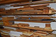 Fiolen shoppar wood tillförsel Arkivfoto