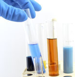 Fioles avec des produits chimiques Image stock