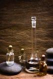 Fioles avec les huiles essentielles photographie stock libre de droits