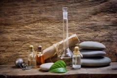 Fioles avec les huiles essentielles image stock