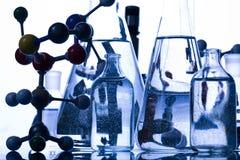 fioles bleues de chimie Photographie stock