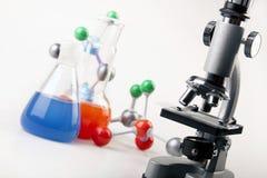Fioles et atomes ! Image stock
