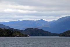 Fiord bonito com as montanhas no parque nacional de Higgins do ` de Bernardo O, o Chile foto de stock royalty free