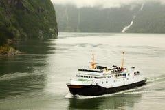Fiord com o forro de passageiro branco Foto de Stock Royalty Free