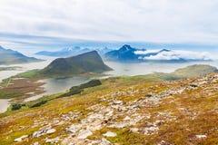 Fiorde cênico em ilhas de Lofoten com típico Fotografia de Stock