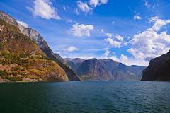 Fiorde Naeroyfjord em Noruega - local famoso do UNESCO Fotos de Stock Royalty Free