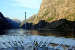 Fiordi dagli archi della nave da crociera Fotografia Stock Libera da Diritti