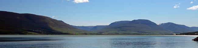 Fiordo, Akureyri, Islandia fotografía de archivo