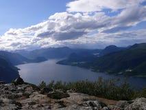 Fiordo Andalsnes, Nesaksla del paisaje de Noruega, Fotos de archivo libres de regalías