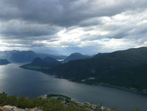 Fiordo Andalsnes, Nesaksla del paisaje de Noruega, Fotos de archivo