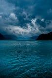 Fiordo con le nubi scure Fotografia Stock Libera da Diritti