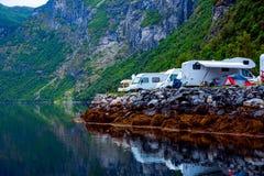 Fiordo de Geiranger, Noruega Viaje rv, viaje de las vacaciones de familia del d?a de fiesta en el motorhome, vacaciones del coche foto de archivo libre de regalías