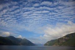 Fiordo de Hardanger, Noruega Imágenes de archivo libres de regalías