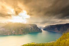 Fiordo di Aurland dal punto di vista di Stegastein, Norvegia Immagini Stock