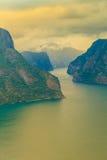 Fiordo di Aurland dal punto di vista di Stegastein, Norvegia Immagini Stock Libere da Diritti