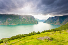 Fiordo di Aurland dal punto di vista di Stegastein, Norvegia Fotografia Stock Libera da Diritti
