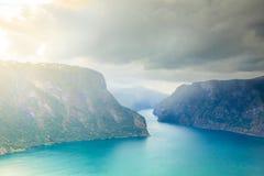 Fiordo di Aurland dal punto di vista di Stegastein, Norvegia Immagine Stock