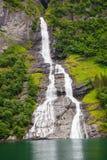 Fiordo di Friaren Geiranger della cascata, Norvegia Immagine Stock
