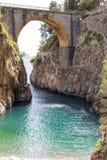 Fiordo di Furore strand Kust för Furorefjord, Amalfi, Positano, Naples Italien Arkivbilder