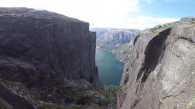 Fiordo hermoso en Noruega Visi?n desde la tapa almacen de metraje de vídeo