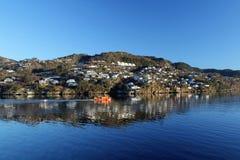 Fiordo noruego cerca de Alversund Fotografía de archivo