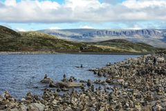 Fiordo, pietre e rocce norvegesi immagini stock
