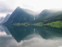 Fiordo y montañas Noruega Imágenes de archivo libres de regalías