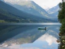 Fiordo y montañas Noruega Imagen de archivo libre de regalías