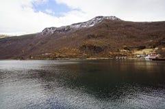 Fiordos y montañas noruegos Imagen de archivo libre de regalías