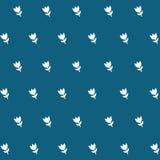 Fiore bianco del modello senza cuciture in blu Fotografia Stock