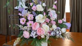 Fiore & candela usati per un funerale fotografia stock