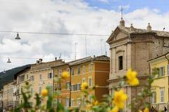 Fiore con le case nel fondo Immagine Stock Libera da Diritti