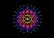 Fiore dell'arcobaleno nello stile dello Spirograph su fondo nero Fotografia Stock