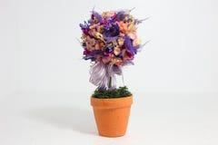 Fiore della decorazione sui precedenti bianchi Fotografie Stock